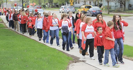 Nurses walk along First Drive Northwest with family and friends to show support for the hospital nurses negotiating team as talks continue over the contracts of 145 hospital nurses at Mayo Clinic Health System in Austin. Jason Schoonover/jason.schoonover@austindailyherald.com