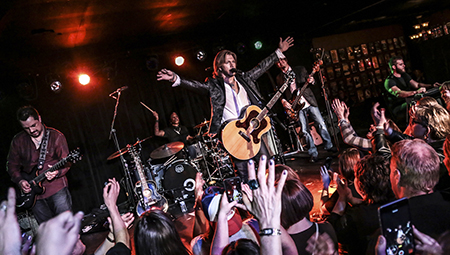 Craig Wayne Boyd performs at Joe's on Weed Street in Chicago earlier this year. -- Photo by photographer Chad Lee